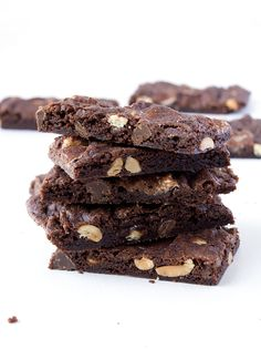 Meet my new favourite thing. IN THE WORLD. Sweet and sticky Rocky Road Brownie Bark. The easiest recipe ever that makes the most delicious chocolate treat. Does it get any better? All you need is a bowl and a spoon to make this Rocky Road Brownie Bark. It's super chewy and sticky with mel