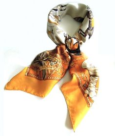 Shawl ring with Scarf tying method: fold your scarf in the basic bias fold and place it around the neck. Slide both ends at the same time through a vertically positioned shawl ring Scarf Knots, Tie Knots, Travel Wardrobe, Silk Scarves, Colorful Fashion, Hermes, Fashion Beauty, Presentation, How To Wear
