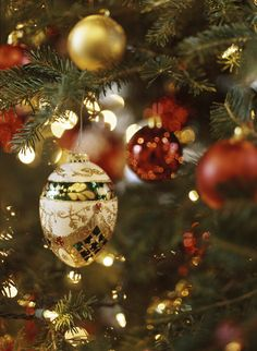 """Decorating: Christmas Trees! - Traditional Home®  """"Unless we make Christmas an occasion to share our blessings, all the snow in Alaska won't make it 'white.' """"  — Bing Crosby"""