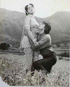 #muvyz052217 #BollywoodFlashback #whichmuvyz #guessthemovie #couplegoals #SanjayDutt #MadhuriDixit @madhuridixitnene #instagood #instadaily #instapic #muvyz