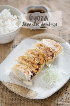 Gyoza-authentic Japanese recipe – The Best Asian Recipes Japanese Street Food, Japanese Food, Japanese Gyoza, Japanese Dumplings, Japanese Kitchen, Real Food Recipes, Cooking Recipes, Yummy Food, Fun Recipes