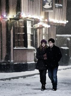 Hermione & Harry (Harry Potter and the Deathly Hallows) Harry James Potter, Arte Do Harry Potter, Harry Potter Pictures, Harry Potter Cast, Harry Potter Characters, Harry Potter World, Harry And Hermione, Draco, Harry Et Ginny