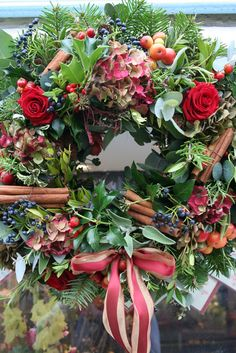 Miss Pickering: Christmas flowers for delivery