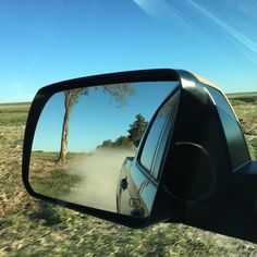 Little throwback to last week's drive down a country road. #trucksofinstagram #offroad #offroadlife #pickups #trucks #dreamtruck #toyota #tundra  #tundraoffroad #pro4x #4wd #4x4 #truckgram #instatrucks #tundranation