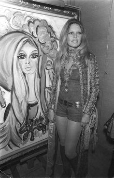 Brigitte Bardot at Roux's painting exhibition in Saint Tropez on February Brigitte Bardot, Bridget Bardot, Catherine Deneuve, Jane Fonda, Marie Christine Barrault, Paris Match, French Actress, Jenny Packham, Jolie Photo