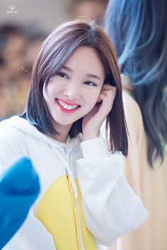Twice - nayeon Kpop Girl Groups, Korean Girl Groups, Kpop Girls, Nayeon Twice, Im Nayeon, Dahyun, K Idol, Female Singers, Natural Looks