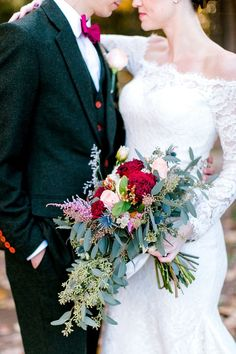When Wedding Enchantment Meets Barn Coziness Loose fall bridal bouquet with thistle and eucalyptus. Bridal Bouquet Fall, Fall Wedding Bouquets, Corsage Wedding, Fall Wedding Colors, Autumn Wedding, Wedding Flowers, Macys Wedding Dresses, Cascade Bouquet, Cascading Bouquets