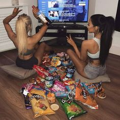 Girls night with a bestie! Tag your bff ❣️ manuella xavier Girls night with a bestie! Tag your bff ❣️ manuella xavier Cute Friend Pictures, Best Friend Pictures, Bff Goals, Best Friend Goals, Flipagram, Fun Sleepover Ideas, Night Pictures, Shooting Photo, Cute Friends