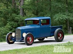Check out this 1931 Ford pickup that has a 335 Chevy small-block, an Edelbrock carburetor, Chevy Corvette valve covers, and a transmission inside Street Rodder Magazine. Hot Rod Trucks, Cool Trucks, Cool Cars, Semi Trucks, Old Ford Trucks, Pickup Trucks, Truck Drivers, Dually Trucks, Chevrolet Trucks