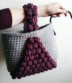 Crochet Bag Bobble Tote By Courtney - Free Crochet Pattern - (gingerknots) Crochet Purse Patterns, Crochet Motifs, Crochet Tote, Tote Pattern, Crochet Handbags, Crochet Purses, Crochet Crafts, Crochet Hooks, Crochet Projects