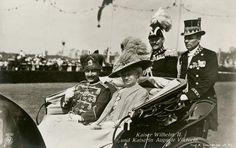 BERLIN 1913. Kaiser Wilhelm II. mit Gemahlin Auguste Viktoria am 8. Juni bei der Einweihung des Deutschen Stadions (Grunewald-Stadion)