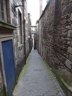 A close, or alleyway, running off the Royal Mile
