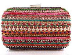 Clutch de inspiración étnica, de Zara.