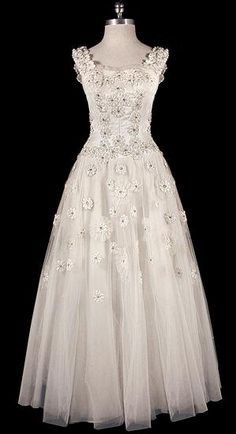 Dress - The Art of Wearing vintage Christian Dior Wedding gown at The Frock Vintage Dior, Vintage Gowns, Vintage Couture, Mode Vintage, Vintage Bridal, Vintage Clothing, Vintage Lace, Dior Wedding Dresses, Wedding Gowns