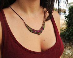 Collar Macramé/ Collar micromacramé verde /Medida ajustable. Collar Macrame, Macrame Colar, Macrame Rings, Macrame Art, Macrame Necklace, Macrame Jewelry, Diy Jewelry, Beaded Bracelets, Wire Earrings
