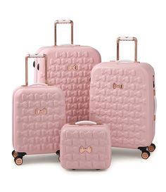 Take off in feminine style with the Moulded Beau suitcase from Ted Baker. Adorned with moulded bows, this suitcase features bespoke Ted Baker hardware in a rose gold finish and four smooth rolling spi - The Luxury Mindset For Success Pink Luggage, Cute Luggage, Travel Luggage, Travel Bags, Vintage Luggage, Large Suitcase, Pink Suitcase, Suitcase Decor, Suitcase Table