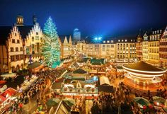 With the approach of winter, holiday markets serving mulled wine, sweet treats, and handmade gifts b... - Sergey Borisov/Alamy