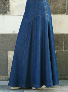 Scalp below to get access to denim-skirt clothes style little girls are wearing this tumble. Denim Skirt Outfits, Long Maxi Skirts, Long Jean Skirts, Islamic Clothing, Denim Fabric, Girly Outfits, Ladies Dress Design, Denim Fashion, Dress Skirt