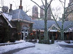 Tavern on the Green was a beautiful restaurant on Central Park South in New York City. It was opened from 1934 to 2010 and featured in many films and TV shows over the years. Places To Travel, Places To Visit, Tavern On The Green, A New York Minute, Empire State Of Mind, I Love Nyc, City That Never Sleeps, Central Park, Wonderful Places