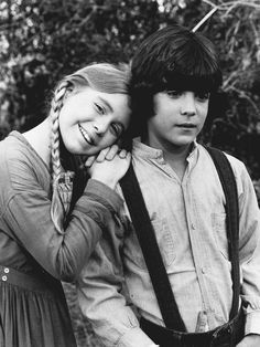 Katy Kurtzman and Matthew Laborteaux playing young Caroline and Charles.