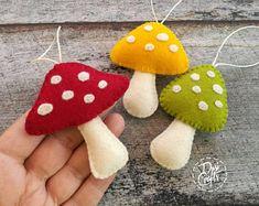 Mushroom Crafts, Felt Mushroom, Creative Homemade Gifts, Paper Quilling Jewelry, Felt Crafts Diy, Felt Fairy, Autumn Crafts, Felt Christmas Ornaments, Handmade Felt