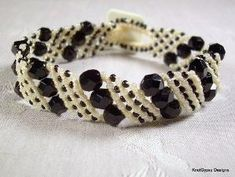 Micro Macrame BRACELET - Basic Angle in Black and White by carole