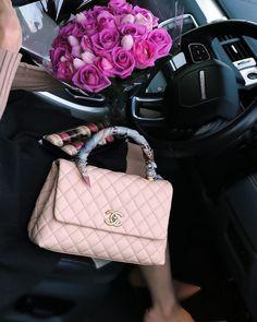 girl site model, girl girls makeup, and eye+baddies+eyeliner image Chanel Purse, Chanel Handbags, Purses And Handbags, Replica Handbags, Luxury Purses, Luxury Bags, Luxury Handbags, Sacs Design, Luxury Lifestyle Fashion