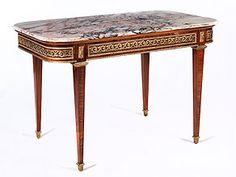 Tisch im Louis XVI-Stil