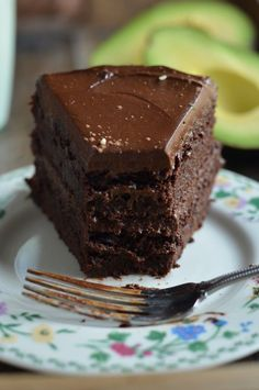 Fudgy Chocolate Beet Cake with Chocolate Avocado Frosting (Vegan and GF) | Coffee & Quinoa | Bloglovin'