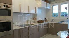 κουζίνα σε καπλαμά βάσεως με γυαλιστερή λάκα κρεμαστά Bedroom Decor, Interiors, Kitchen, Cooking, Kitchens, Decoration Home, Dorms Decor, Decor, Cuisine