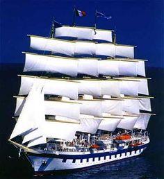 El Royal Clipper es uno de los veleros mas grandes del mundo, único por su cinco palos, con sus 134 metros de eslora, es un barco impresion... Royal Clipper, Fleet Of Ships, Tall Ships, Sailing Ships, Boat, Building, Travel, Chips, Beautiful