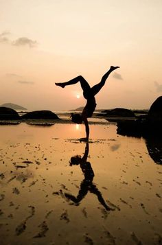 #Handstand #yoga #meditationlovers www.meditationlovers.blogspot.com