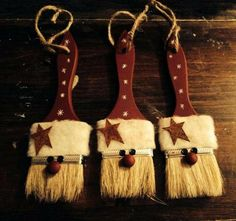 More Than 10 Primitive Christmas Ornaments Diy Primitive Weihnachtsschmuck Diy - Bilmece Christmas Projects, Holiday Crafts, Christmas Holidays, Christmas Ideas, Primitive Christmas Decorating, Santa Crafts, Cowboy Christmas, German Christmas, Father Christmas