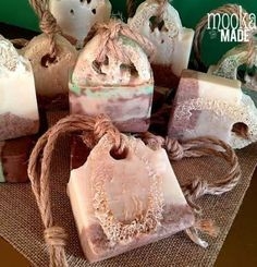Refreshing soaps for an outdoor beach shower. Scented with Peppermint / Lime and Coconut. Loofah and walnut shells will scrub away the sand and sunscreen while the skin loving oils will replenish your skin. Diy Soap Scents, Savon Soap, Beach Shower, Homemade Soap Recipes, Homemade Cards, Handmade Soaps, Handmade Headbands, Handmade Rugs, Handmade Crafts