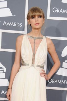 Taylor swift at the 55th Grammy Awards Red Carpet