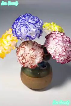 Exceptional diy flowers tips are offered on our internet site. Read more and you wont be sorry you did. Diy Home Crafts, Diy Arts And Crafts, Jar Crafts, Cute Crafts, Bottle Crafts, Creative Crafts, Creative Ideas, Flower Crafts, Diy Flowers