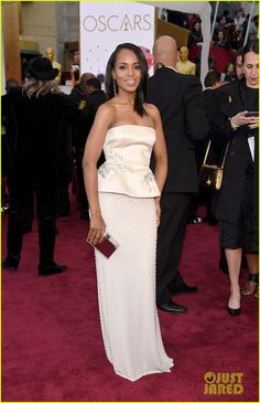 Kerry Washington Brings 'Scandal' Script Notes to Oscars 2015 | kerry washington 2015 oscars 01 - Photo