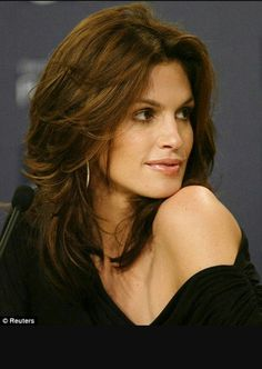 Cindy Crawford reveals a little jealousy over her daughter Kaia's legs and hair… Front Hair Styles, Medium Hair Styles, Natural Hair Styles, Hair Front, Hair Color For Black Hair, Ombre Hair Color, Hair Colors, Leg Hair, Silky Hair