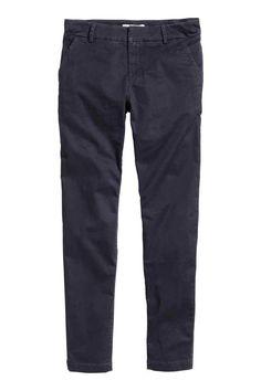 89e11f4ff 1499 Чиносы: Чиносы из эластичного стираного хлопка. На брюках боковые  карманы и прорезные задние