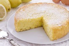 La torta al limone è una torta soffice e profumata, che si prepara con facilità; è l'ideale per una buona colazione o una merenda gustosa.