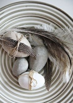 45 Cool Natural Easter In Scandinavian Style Ideas : 45 Cool Natural Easter In Scandinavian Style Ideas With Easter Eggs And Feather And Nat. Happy Easter, Easter Bunny, Easter Eggs, Spring Decoration, Fall Decor, Diy Ostern, Easter Table, Easter Crafts, Easter Ideas