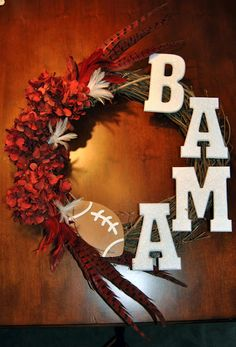 Pearls, Curls & All Things Southern: DIY Craft - Alabama football themed wreath- Needs to be for the Huskers but I can always change that! Football Crafts, Football Wreath, Alabama Football, Redskins Football, Football Fever, Football Stuff, Football Baby, Football Season, Front Door Decor