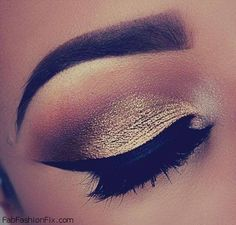 Golden smokey eyes and big eyelashes