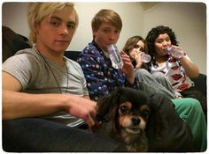 """What a great photo of the """"Austin & Ally"""" cast (Raini Rodriguez, Laura Marano, Ross Lynch and Calum Worthy) together today (January 20, 2014) with Pixie"""