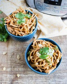 If you love Thai food but don't want to leave the house, these Thai peanut noodles are sure to satisfy your craving! These can be made in the Instant Pot in just five minutes, making them the perfect weeknight meal. Plus, they're vegan. Easy Vegan Dinner, Vegetarian Recipes Dinner, Vegan Dinners, Vegan Recipes, Vegan Vegetarian, Vegan Food, Vegan Pasta, Thai Peanut Noodles, Bhg Recipes