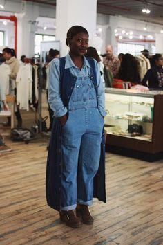 VINTAGE SHOP  NYのスタイルに欠かせないヴィンテージ。 ヴィンテージは、時代と国境を越えて集められた物たちを、流行でなく、 独自のファッションに変化させて、組み合わせていく楽しさがあります。 今回は、ヴィンテージが大好きなNY在住の奥谷由佳里氏、宮城えり氏、 お二人のおすすめのショップを5つ紹介して頂きました。   1. Narnia Vintage@Williamsburg  NYではもちろん、日本でもインスタグラムなどで注目され、海外の顧客も多いお店。 70~80年代のファブリックを使用したフォークロアなウェアやエスニックなドレス、 抜群にデニムに合うような個性のあるものばかりが並んでいます。 オーナーのモーリーの作る独特な世界観が素敵な、ヴィンテージショップです。 Yukari:人気店なので、時期によっては品薄な時もありますが、付近に寄ったら、必ず覗きます。 ディスプレイがいつもかわいい。 Eri: 女性らしい一品が必ず探せられるお店。  (photo : http://www.narniavintage.com/) 2. ...