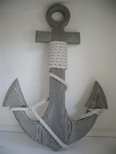 The concept of Nautical home decor is very much in nowadays. Such a design not only makes your home look attractive but also enhances its beauty in each and every aspect. The Nautical home designs are many and a complete book can…Read Nautical Bathrooms, Beach Bathrooms, Anchor Bathroom, Seaside Bathroom, Coastal Style, Coastal Decor, Seaside Decor, Deco Marine, Nautical Home