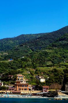FRIDAY POSTCARDS FROM THE CINQUE TERRE TRAILS