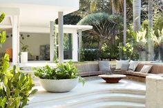 A 1963 House Renovation That Pays Homage to Architect Oscar Niemeyer - Design Milk Oscar Niemeyer, Luigi, Outdoor Spaces, Outdoor Living, Outdoor Decor, Outdoor Lounge, Outdoor Seating, Indoor Outdoor, Oscar House