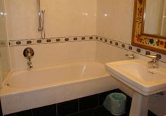 Bathroom room 28